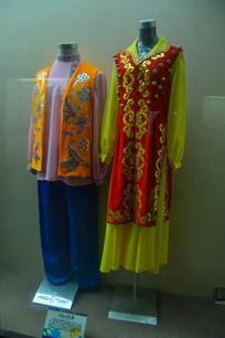 少数民族服装乌孜别克族