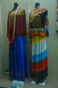 少数民族服装彝族