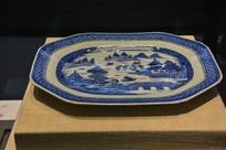 马来西亚博物馆藏品八角形青花山水盘