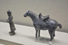 内蒙古出土文物元代立式灰陶鞍马