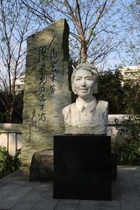 女性头像雕塑