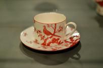 喜鹊登梅红釉白瓷茶杯盏