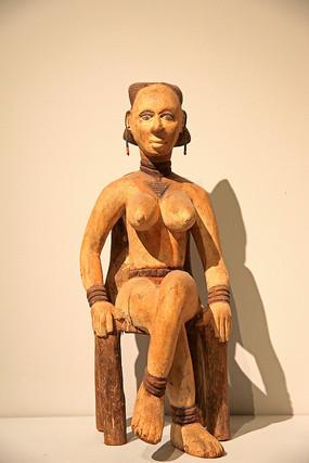 非洲妇女木雕