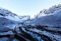 河流山脉积雪