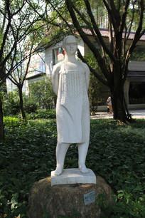 女青年雕塑