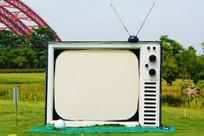休闲场所的电视机装饰