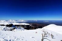 栈道积雪长白山高海拔