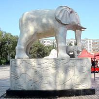 站立大象神龙壁画