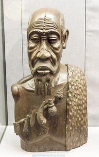 木雕老人胸像