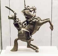 骑马武士铜像