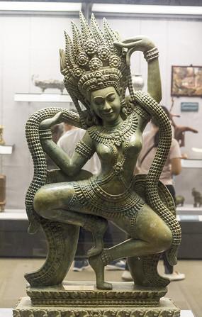 玉石雕女神像