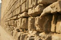 破损的砖墙