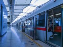 蓝色地铁站台