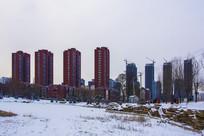 孟泰公园高层建筑群初春雪景