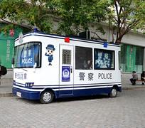 街边勘察警车
