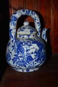 人物花纹青花茶壶