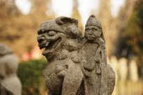 太原文庙拴马石的石狮和人物雕塑