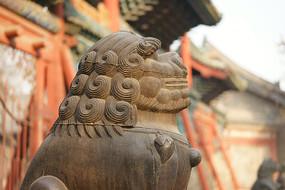太原文庙正门铁狮子侧部