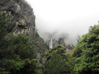 迷雾朦胧的黄山风景图片