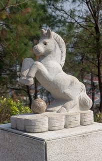 十二生肖马石雕