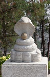 十二生肖蛇石雕