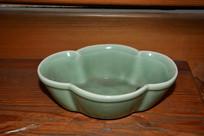 越窑梅花瓣纹瓷碗