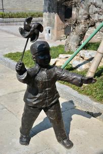 雕塑风车男童