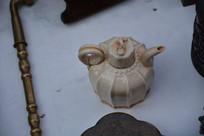 瓜菱形葵口瓷茶壶