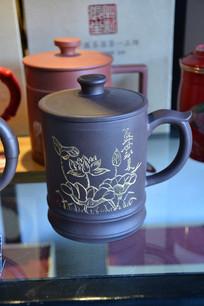 荷花纹紫砂茶杯