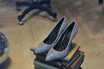 亮晶晶的女士高跟鞋