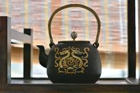 龙纹提梁石茶壶