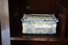 青花白釉瓷纸抽盒