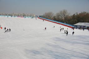 陶然亭冰雪嘉年华滑雪运动