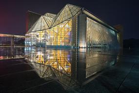 雨后深圳音乐厅倒影