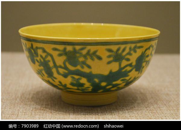 清代雍正款黄地青龙纹碗