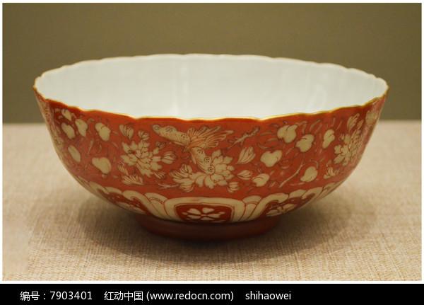 清雍正红彩花纹碗