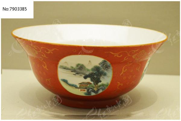清雍正红地描金山水纹碗