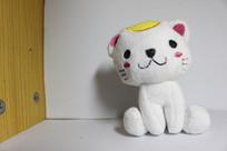 白色背景小猫娃娃