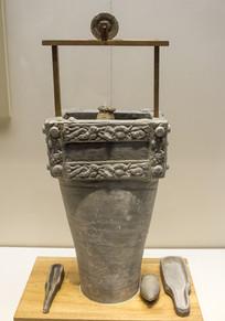 带轱辘水槽的陶井