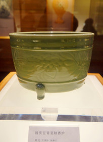 明代隆庆豆青瓷釉香炉