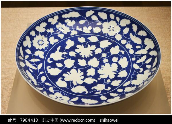 清白釉蓝地花卉纹盘