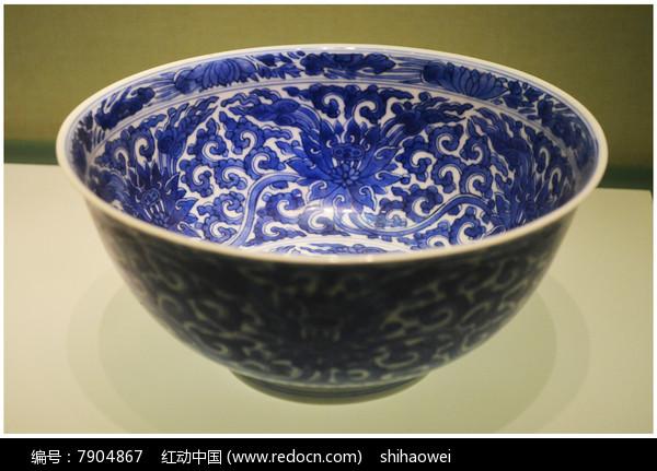 清代缠枝纹青花碗