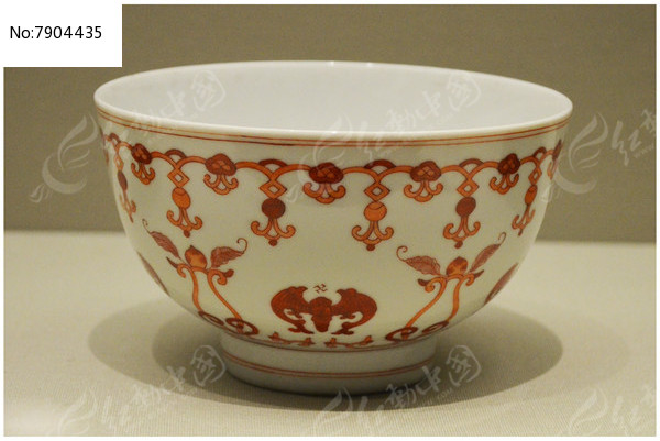 清代红彩福纹碗
