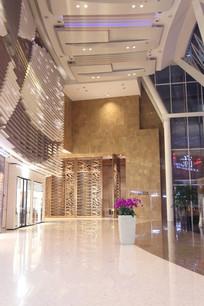 上海国金中心商场入口大厅