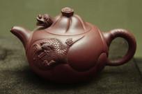 圆形龙纹图案紫砂壶