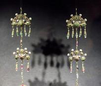 带珍珠的垂饰品