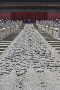 故宫宫殿前的九龙戏珠浮雕图案