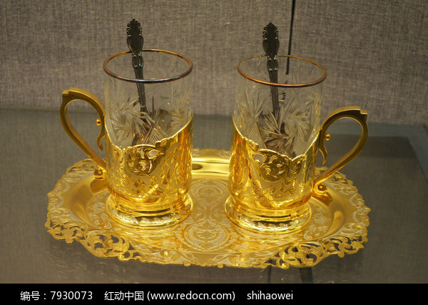金簪花玻璃杯近摄