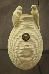 金丝雀纹花瓶