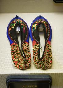 明代女士绣花鞋